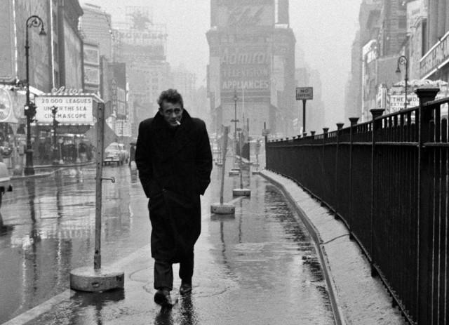 dennis-stock-james-dean-in-the-rain-new-york-1955