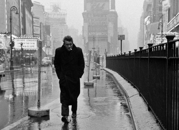 dennis-stock-james-dean-in-the-rain-new-york-1955