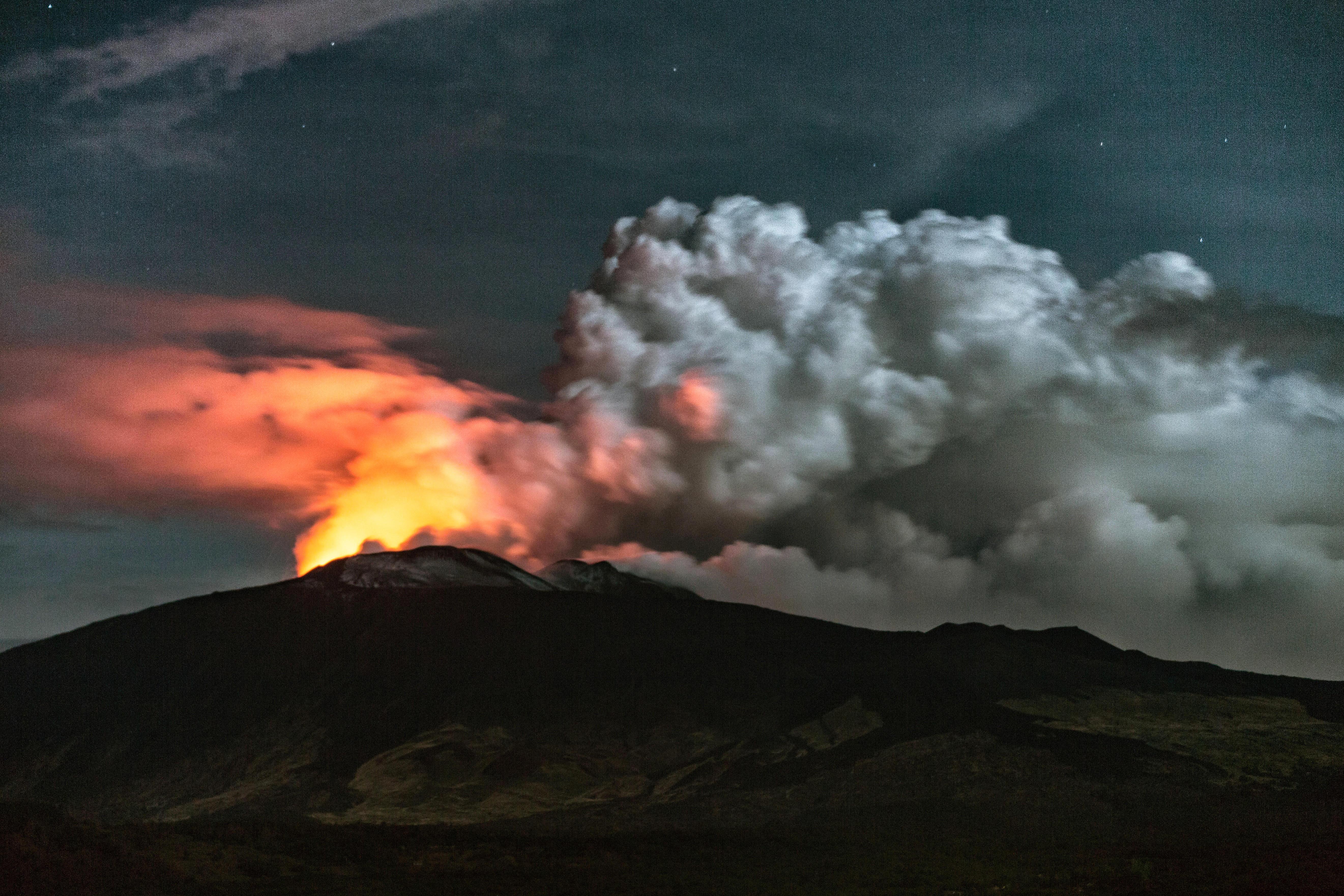 Foto eruzione crateri