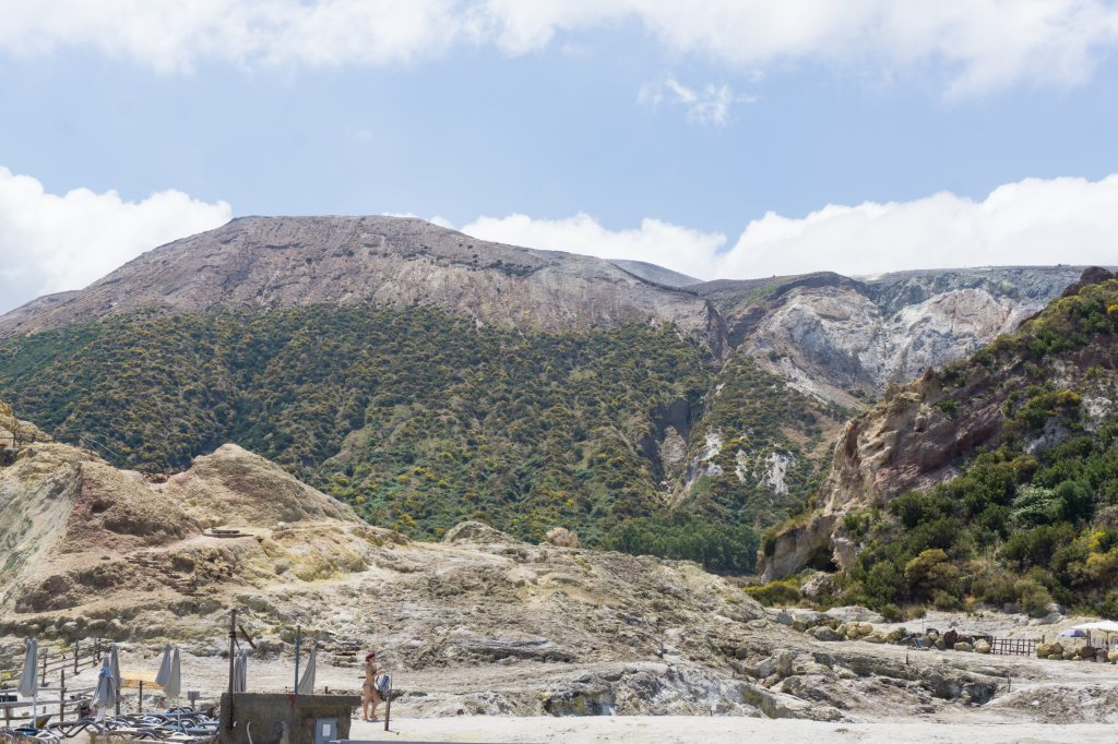 Vista cratere dall'isola di Vulcano